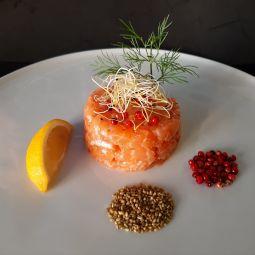 Tartare de Saumon aux Graines de Sésame Grillées & Wasabi, Coriandre Fraîche